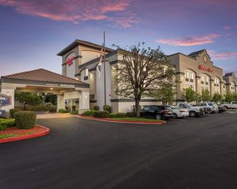 Hampton Inn Oakland-Hayward - Hayward - Building
