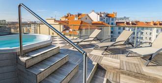 拉格朗里昂光明公寓酒店 - 里昂 - 里昂 - 游泳池