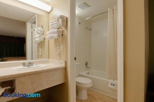 Vagabond Inn Bakersfield North - Bakersfield - Bathroom