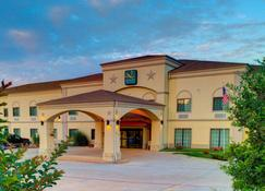 Quality Inn & Suites - Glen Rose - Building