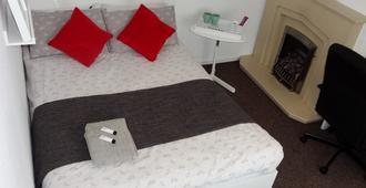 Double room in welcoming home - Nottingham - Bedroom