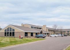 Days Inn & Suites by Wyndham Baxter Brainerd Area - Baxter - Building