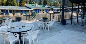 A1 Choice Inn - Mount Shasta - Patio