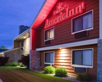 AmericInn by Wyndham Plover Stevens Point - Plover - Edificio