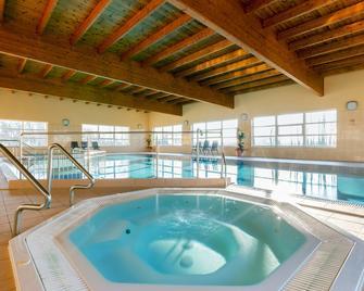 Bursztyn Medical Spa & Wellness - Dąbki - Pool