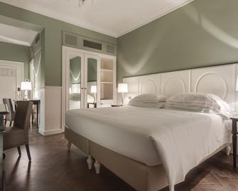 Plaza Hotel Lucchesi - Florence - Bedroom