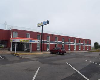 Osseo Inn - Osseo - Building