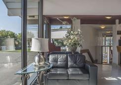 Rodeway Inn Fallsview - Niagara Falls - Lobby