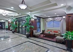 La Quinta Inn & Suites by Wyndham Downtown Conference Center - Little Rock - Lobby