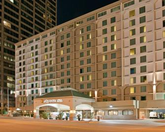 La Quinta Inn & Suites by Wyndham Downtown Conference Center - Little Rock - Building