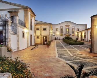 Hotel Villa Favorita - Noto - Building