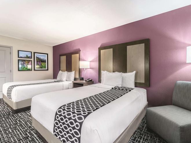 La Quinta Inn & Suites by Wyndham Glenwood Springs - Glenwood Springs - Makuuhuone