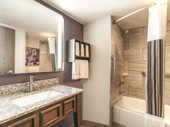 La Quinta Inn & Suites by Wyndham Glenwood Springs - Glenwood Springs - Kylpyhuone