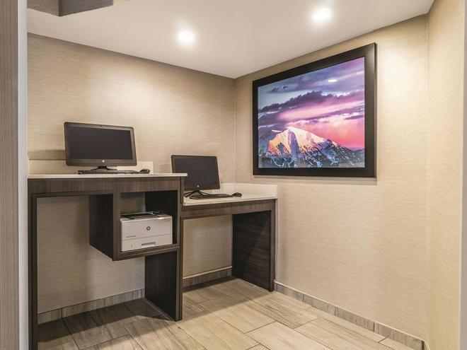 La Quinta Inn & Suites by Wyndham Glenwood Springs - Glenwood Springs - Liikekeskus