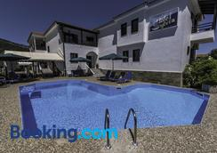 Hotel Sylvia - Kinira - Pool
