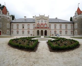 Chateau Herálec Boutique Hotel & Spa by L'Occitane - Herálec (Havlíčkův Brod) - Edificio