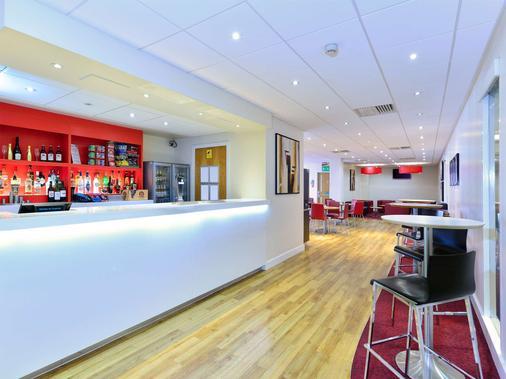 Travelodge Aberdeen Central - Aberdeen - Bar