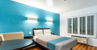 Motel 6-Fountain Valley, Ca - Huntington Beach Area - Fountain Valley - Bedroom