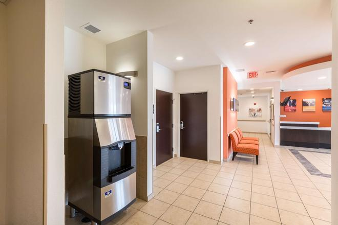 Motel 6 Laredo Airport - Laredo - Lobby