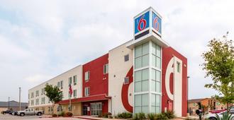 Motel 6 Laredo Airport - Laredo - Edificio
