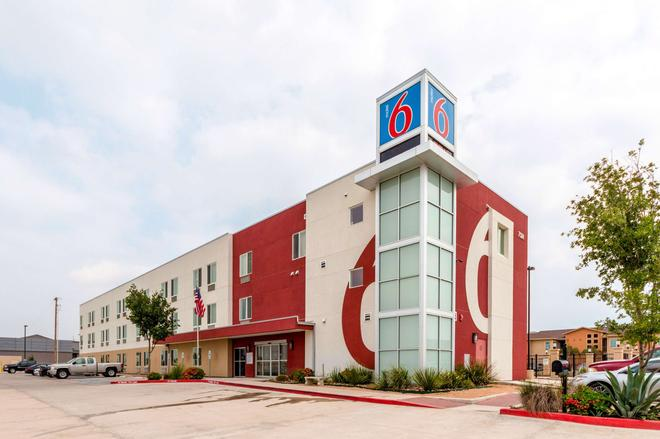 Motel 6 Laredo Airport - Laredo - Building
