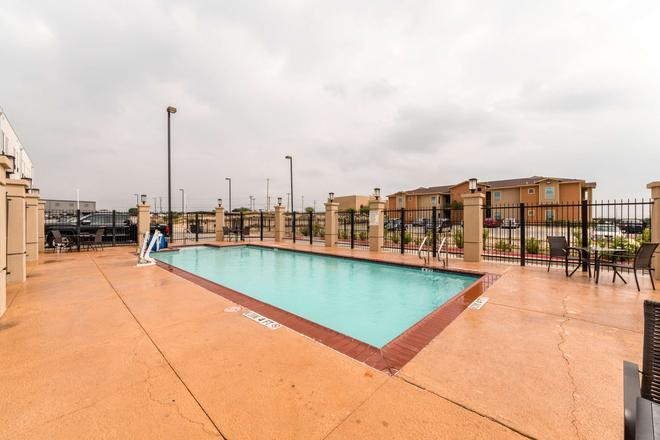 Motel 6 Laredo Airport - Laredo - Pool
