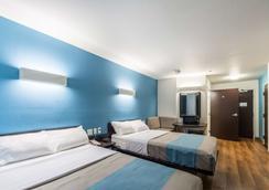 Motel 6 Laredo Airport - Laredo - Bedroom