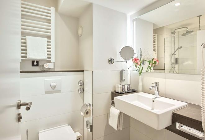 Dorint An den Westfalenhallen Dortmund - Dortmund - Bathroom