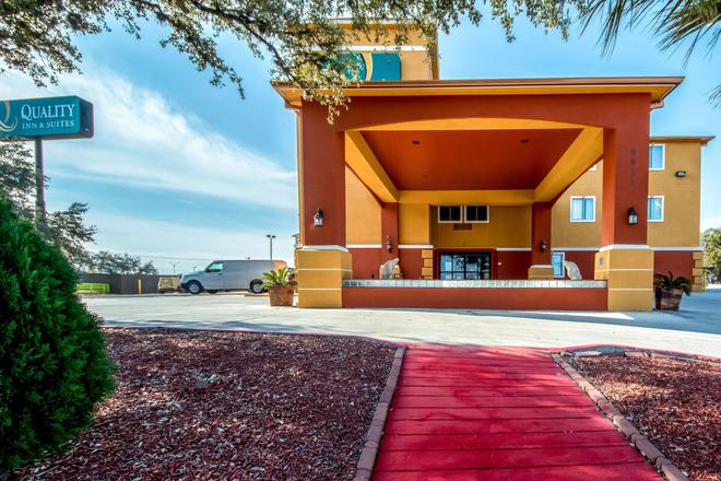 Quality Inn & Suites SeaWorld North - San Antonio - Toà nhà