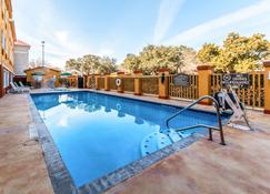 Quality Inn & Suites SeaWorld North - San Antonio - Zwembad
