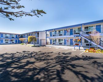 SureStay Hotel by Best Western Seaside Monterey - Seaside - Building