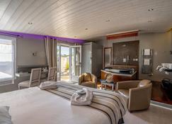 Elégance Suites Hôtel - Ле-Буа-Пляж-Ан-Ре - Спальня