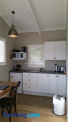 Mooring Lane Lodge - Whitianga - Kitchen