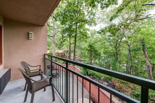 Quality Inn Creekside - Downtown Gatlinburg - Gatlinburg - Balcony