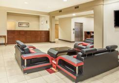 Hawthorn Suites by Wyndham Bloomington - Bloomington - Aula