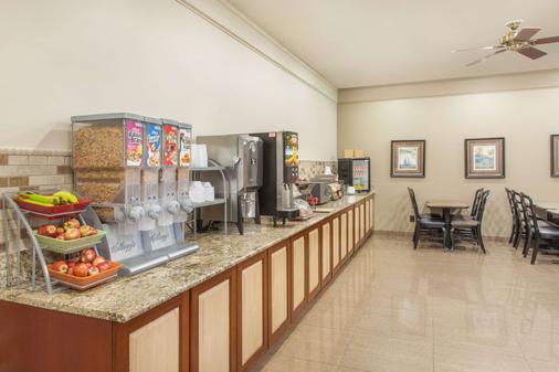 Hawthorn Suites by Wyndham Bloomington - Bloomington - Buffet