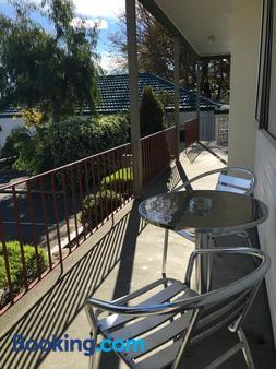 Parklands Motor Lodge - Timaru - Balcony