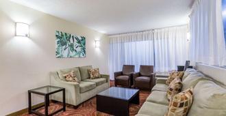 Days Inn by Wyndham Charlottesville/University Area - Charlottesville - Sala de estar