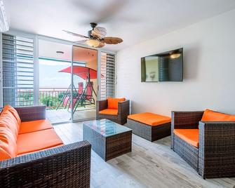 Parguera!!beautiful Duplex 2 Bed!3 Mins Away From Beach And Activities!! - Lajas