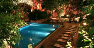 Imperial Holiday Hôtel & Spa - מרקש - בריכה