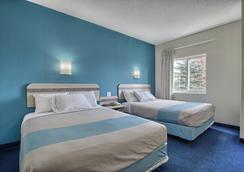 Motel 6 London Ontario - London - Bedroom