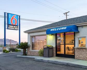 Motel 6 Mojave Airport - Mojave - Building