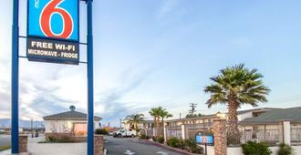 Motel 6 Mojave Airport - Mojave - Gebäude