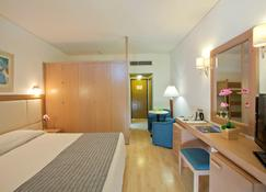 The Golden Coast Beach Hotel - Protaras - Bedroom