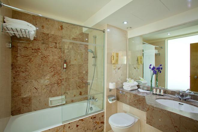 Golden Coast Beach Hotel - Protaras - Baño