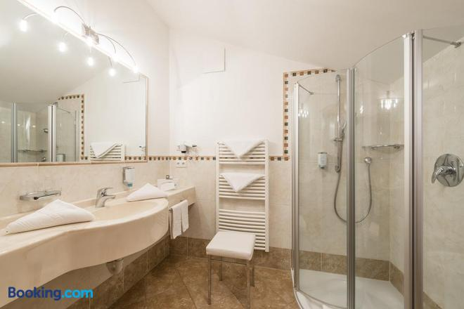 Hotel Sonnenburg - Merano - Bathroom