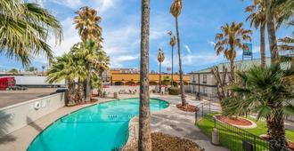 Motel 6 Laredo North - Laredo - Pool