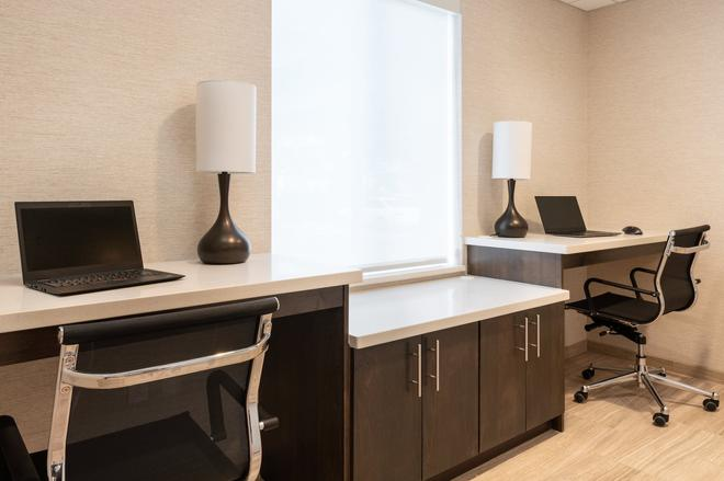 Days Inn & Suites by Wyndham Denver International Airport - Denver - Centro de negocios