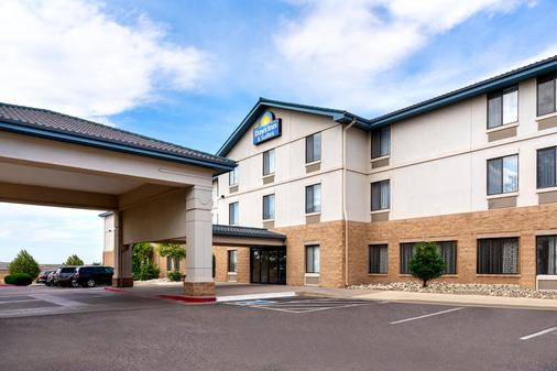 Days Inn & Suites by Wyndham Denver International Airport - Denver - Toà nhà