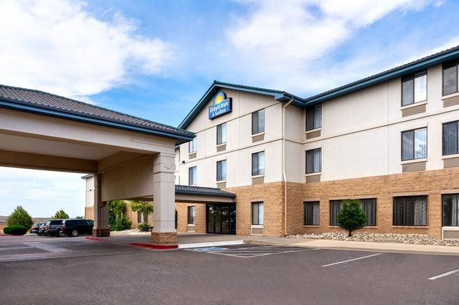 Days Inn & Suites by Wyndham Denver International Airport - Denver - Edificio